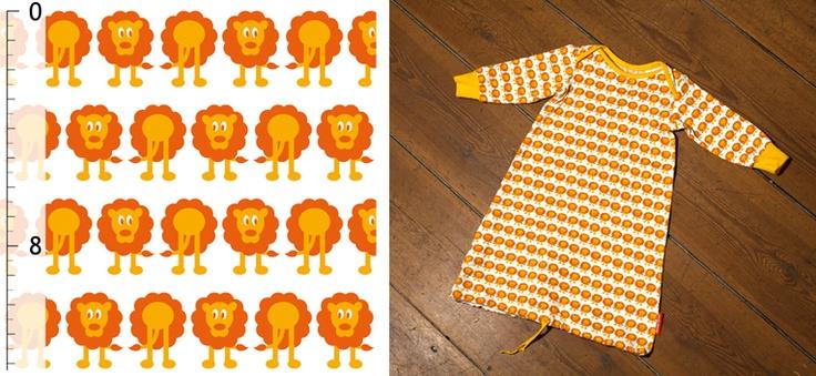 Sy gosiga och sköna barnkläder och filtar. Mjukt jerseytyg med söta lejon i design av Darling Dearest.