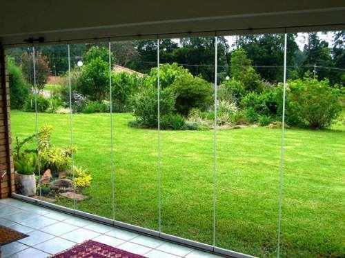 cortina de cristal sin perfiles instalada en la terraza de una casa de madrid