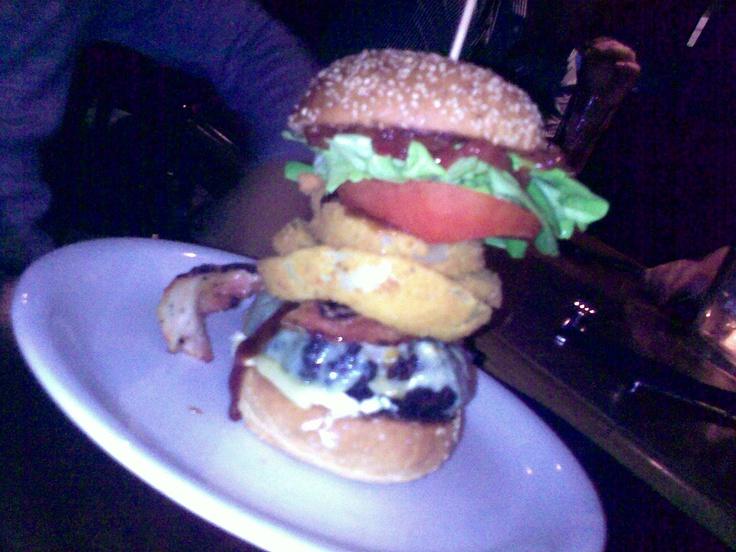 Onion-ring burger