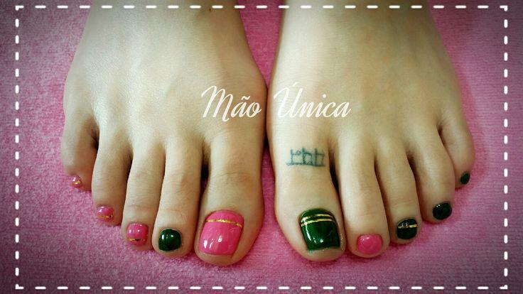 Rosa e verde com fitas douradas