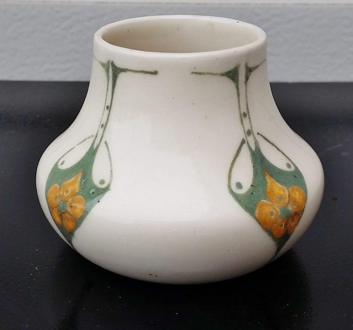 Bert Nienhuis voor De Distel - Vaas met geometrische decoratie - Catawiki