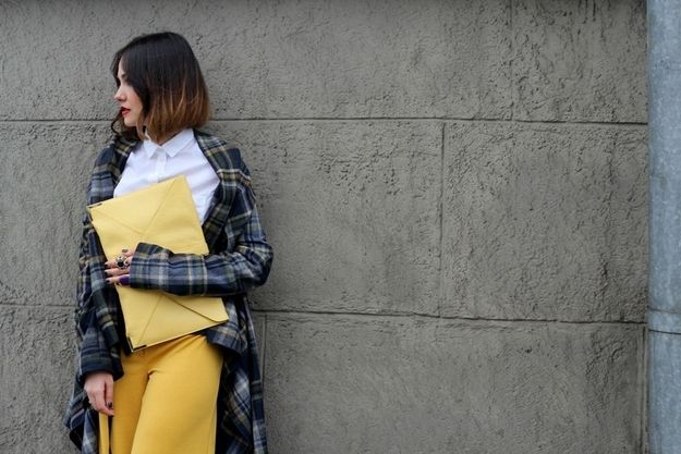 This envelope-shaped bag and super-long flannel. | 35 Extraordinarily Chic Street Style Photos From Moscow