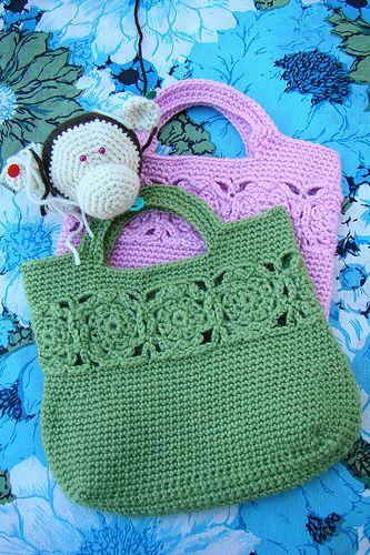 "Another version of the ""keyhole"" crochet bag (yipee!). I couldn't find a pattern at the website but think I could wing it."