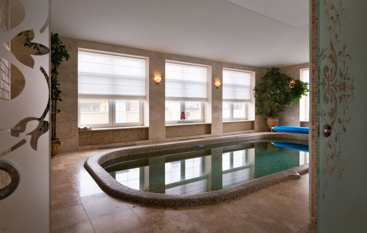 Фото интерьера бассейна дома в стиле неоклассика