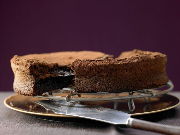 Schokoladiger kann ein Kuchen nicht schmecken! Schokoladentorte ohne Mehl - smarter - Kalorien: 300 Kcal - Zeit: 20 Min. | eatsmarter.de