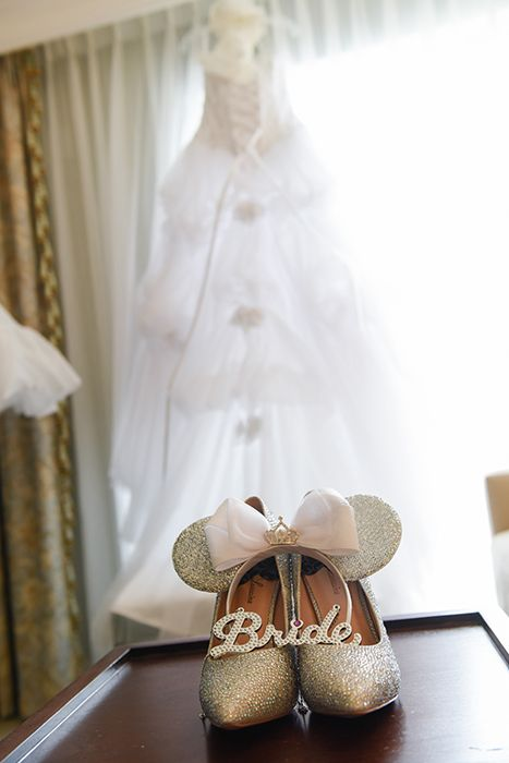 Sparkling accessories for the Disney bride