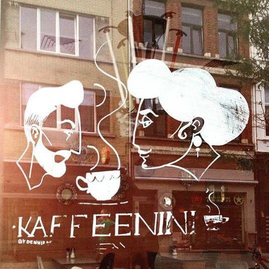 Bom dia #Antwerp! (Antuérpia), Centro Mundial da Lapidação de Diamantes!  Este é o #KaffeeNini que ficou conhecido no #Antwerpen Old Centre por sua Decoração #Cosy com ambientação feita com antigos móveis escolares. Esta #Cafeteria  de hoje foi enviada por @niniferrari a quem agradecemos. Seus CAFÉS INESQUECÍVEIS também poderão fazer parte desta galeria: Marque #1_cafe