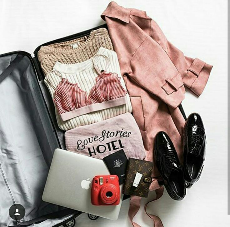 What's in my suitcase flatlay by @meohmygirl on instagram
