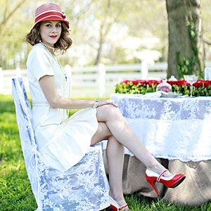 Kentucky-based event designer Katherine Veitschegger sets the table for a Run for the Roses celebration.