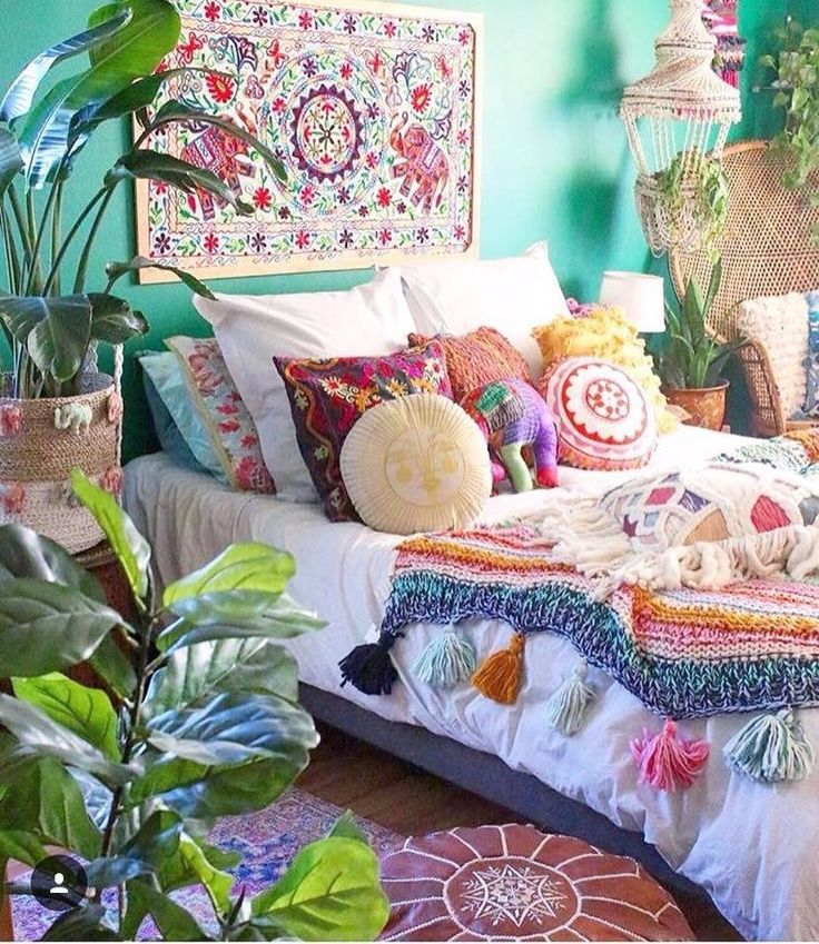 Bedroom ideas I love all these bright colors. It lights up the room