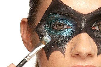 Tutorial para hacer estas máscaras de murcielago con maquillaje