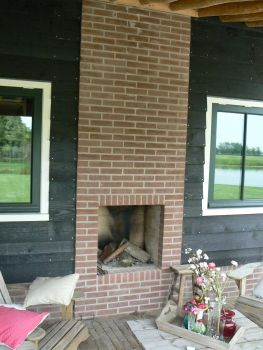 25 beste idee n over buiten open haard op pinterest buitenopenhaarden barbecue in de - Opslag idee lounge ...