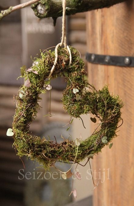 hearth wreath with moss