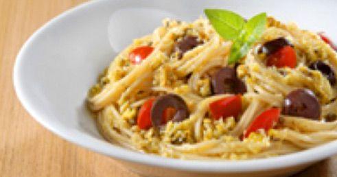 Spaghettini Integrale Barilla® com Pesto de Pistache e Manjericão, Tomates-Cereja e Azeitonas Pretas