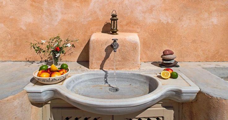 "Welcome to the ""Villa Amalia"" in Santorini, Greece. Your #luxury #villa #rent #greece #greek #island #vacances #grece #mygreekvilla #alouer"