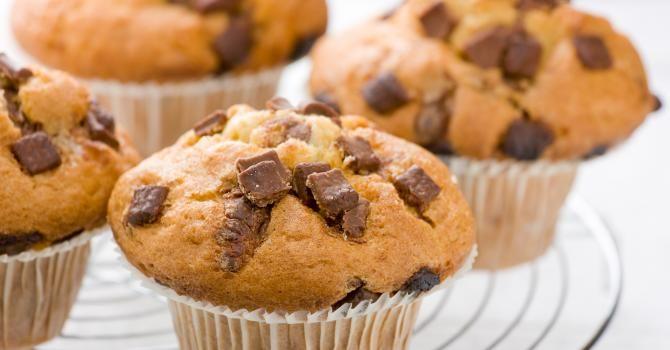 Recette de Muffins aux pépites de chocolat sans gluten. Facile et rapide à réaliser, goûteuse et diététique. Ingrédients, préparation et recettes associées.