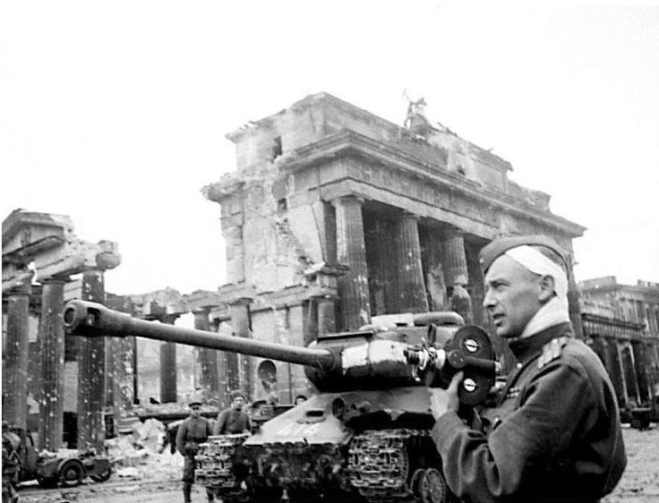 World War II -- aftermath in Germany : Berlin  |Brandenburg Gate Ww2