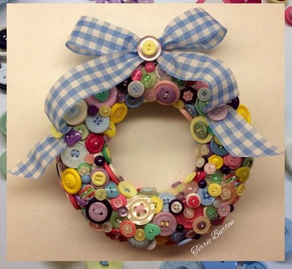 Dollar Store Crafts » Blog Archive » Tutorial: Button Wreath