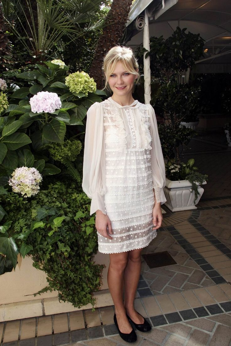 Kirsten Dunst, white swiss dot dress would die for this dress!