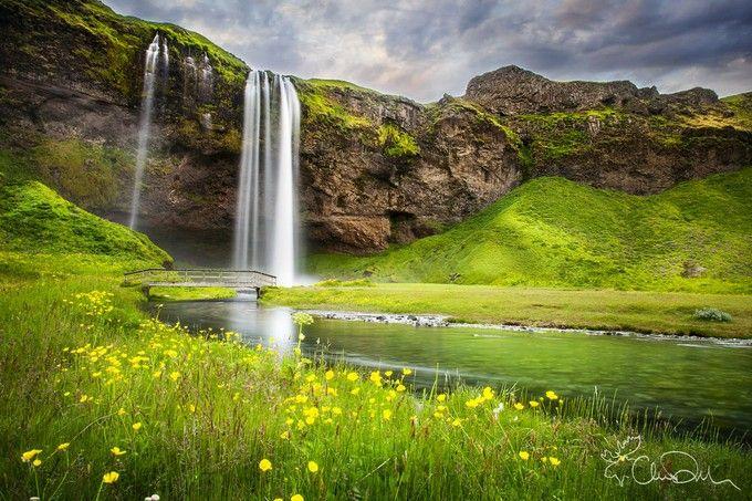 死ぬまでに一度は見たい絶景。まるでCGであるかのような美しさの滝「セリャラントスフォス」