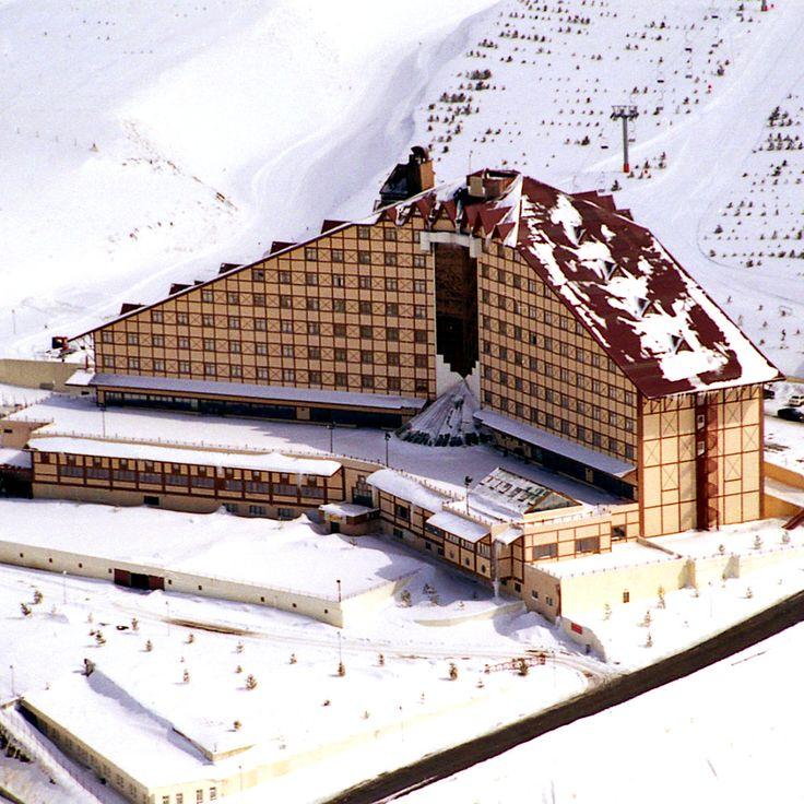 Kışın en güzel şehirlerinden biri olan Erzurum'da Palandöken Dağları eteğinde kış tatilinin Polat Erzurum Resort Hotel ile çıkar. bit.ly/MNGTurizm-polat-erzurum-resort-hotel-s