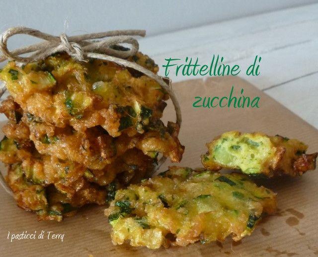 Un idea veloce, vegetariana e di recupero? Eccola: http://www.ipasticciditerry.com/frittelline-di-zucchina/