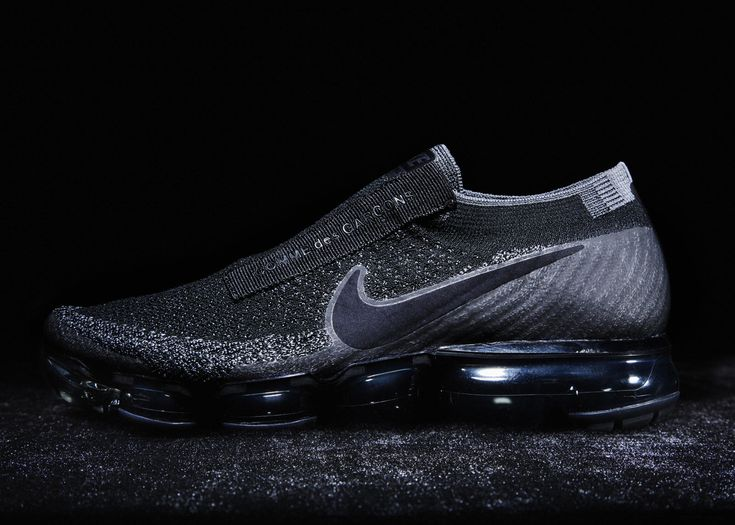Debuted on the Paris runway, Nike VaporMax for COMME des GARÇONS will release in early 2017.