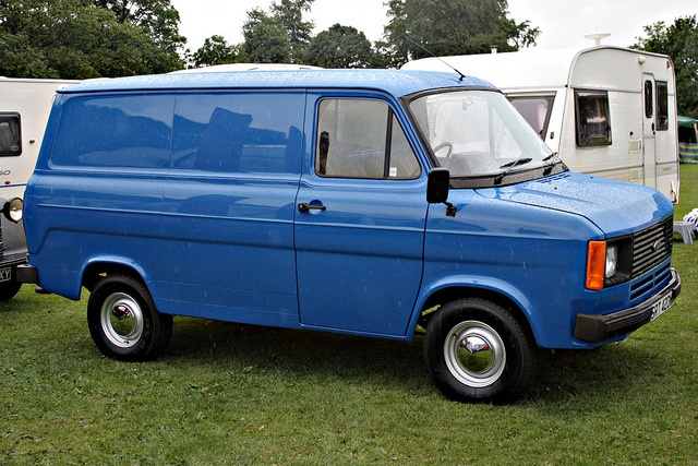 Ford Transit Mark II, used to drive one just like this right down to the colour.