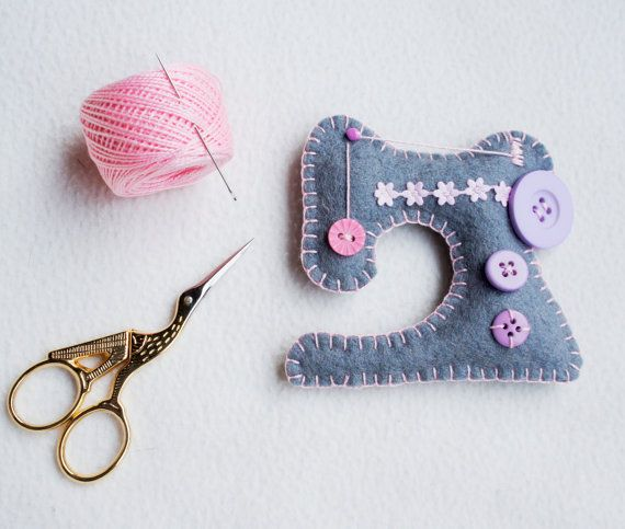 Sewing machine felt ornament for sewing lover, gift idea for dressmaker,  Birthday gift, Cristmas ornament, Housewarming decor