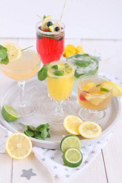 5 x alcoholvrije cocktails met kokoswater, bruisend water, fruitsap, fruit en ijs. Proost!5 x alcoholvrije cocktails