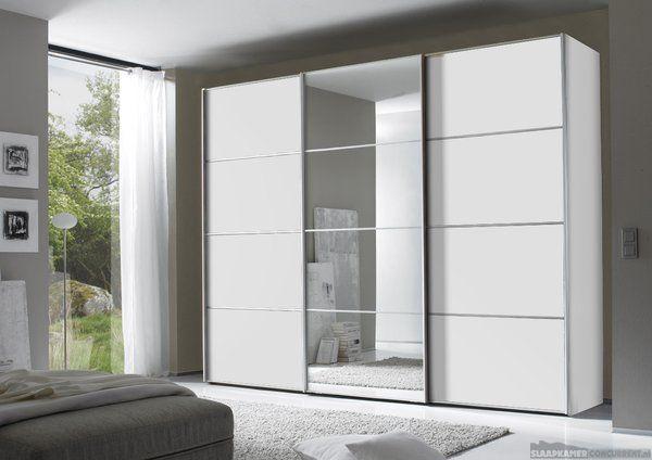 dat zowel de spiegeldeur als de witte deuren uit vakken bestaan