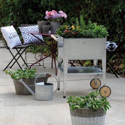 Plantjes kweken op stahoogte is bijzonder prettig bij het tuinieren zonder tuin. Ideaal voor op het dakterras, balkon, patio, binnentuin of kleine stadstuin. Door de 2 wieltjes is de kweektafel gemakkelijk verplaatsbaar naar een zonnige plek of schaduw plek.