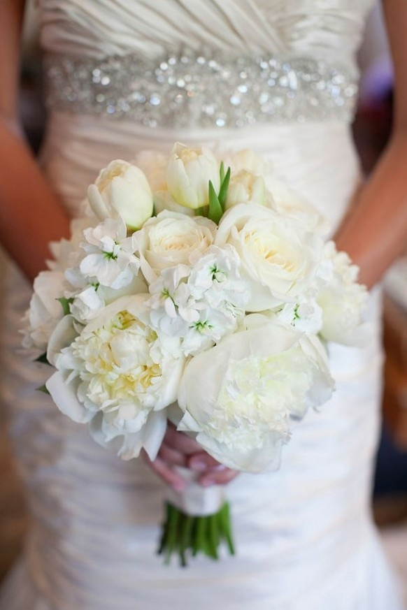 Elegant white bouqet for a beautiful Bride.