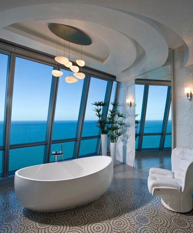 luxus bad mit panoramablick freistehende wanne in ovaler form mosaikboden - Moderne Bder Mit Freistehender Wanne