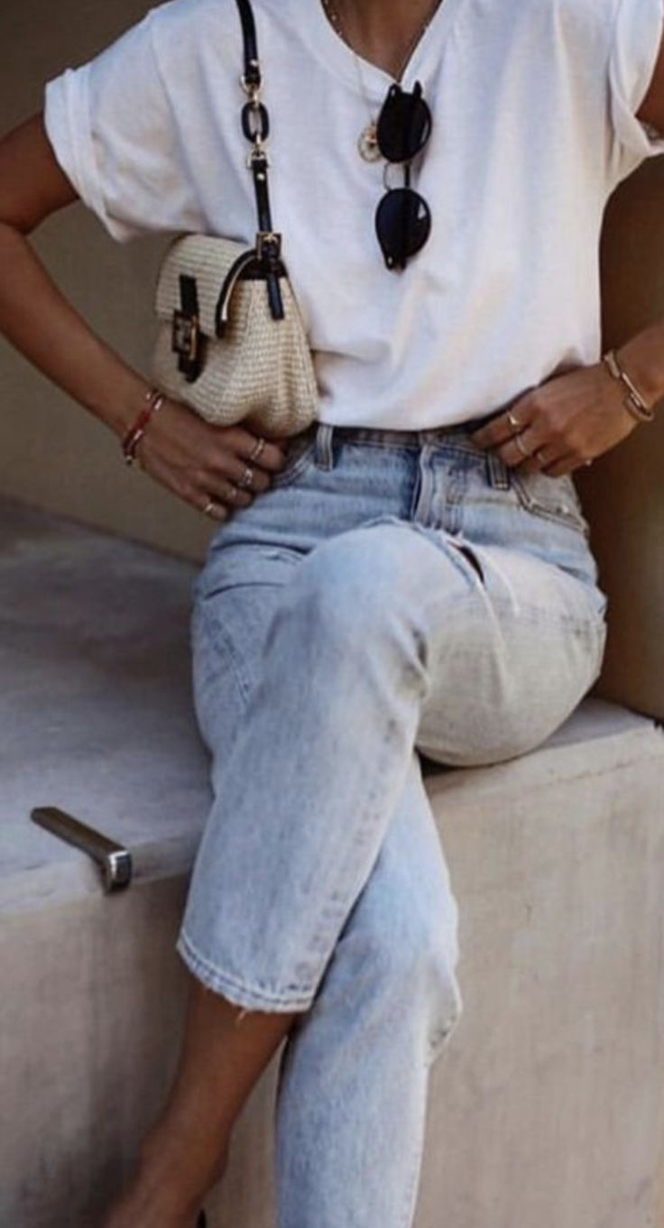 pinterest @kyliieee | staple wardrobe pieces that are minimal classic for women | summer casual ootd