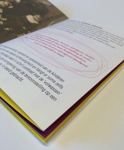 leaflet exposition 'oorlog in korte broek'