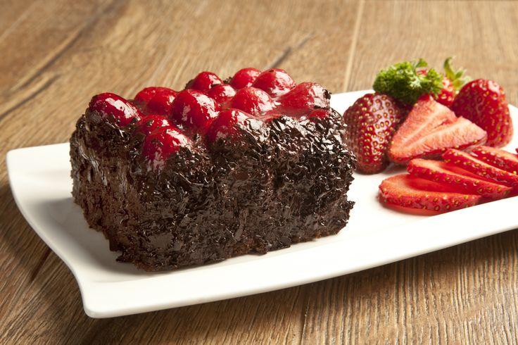 Если возникает тяга к сладкому, это означает, что организму чего-то не хватает. Обычно тяга вызвана отсутствием питательных веществ, но также она может появляться по эмоциональным причинам. Для того чтобы побороть зависимость от сладкого, необходимо в первую очередь сконцентрироваться на здоровой диете, состоящей из натуральных полезных продуктов. Чем больше цельных и свежих продуктов мы едим, тем больше питательных веществ получает наш организм — и тем меньше нам хочется сладкого.