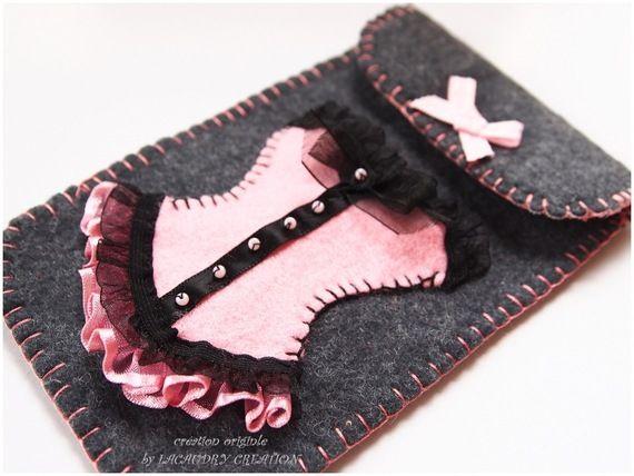 Etui portable romantique en feutrine gris et Corset Lady rose