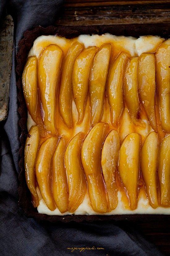 Tarta z budyniem i karmelizowanymi gruszkami