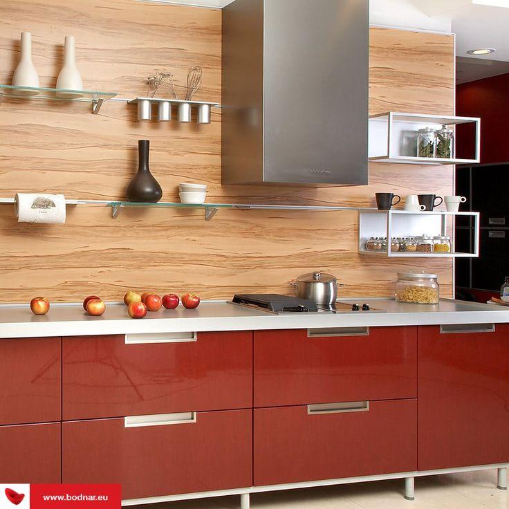 Sfaturi utile de organizare a spațiului din bucătărie: http://www.bodnar.eu/spatiu-mic-in-bucatarie-idei-mobilier/