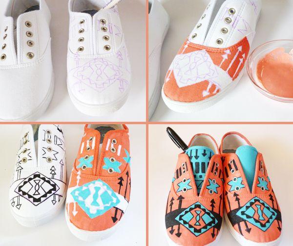 Zapatillas con dibujos. Tutorial AQUÍ  (con pintura para tela o mezcla de pintura acrílica para manualidades y medium para tela y rotulador para tela)