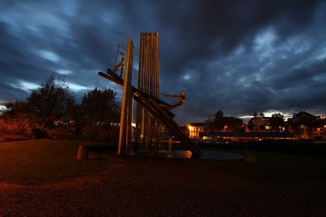 Log-floating monument by Jan Christensen2010, via Flickr