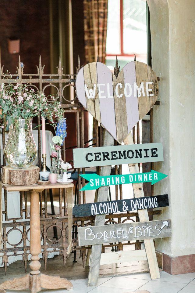 Originele insteek van de populaire wegwijsborden! #bruiloft #decoratie #deco