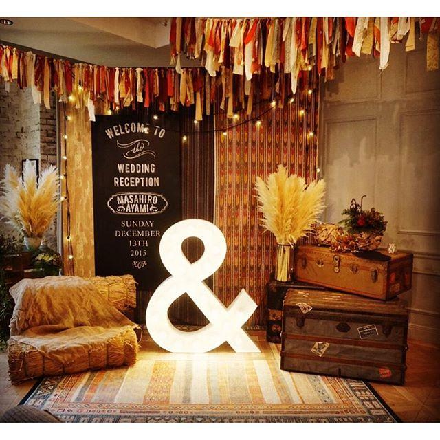 Instagram media kondo.tsg - 赤茶けた色味でヴィンテージ感をだして✳︎ シンプルなチョークボードと合わせてphotoboothに! #photobooth#photospot#フォトブース#フォトスポット#チョークボード#ブライダル#ウェディング#結婚#結婚式#結婚準備#プレ花嫁#wedding#weddings#weddingday#weddingphoto#weddingphotography#takeandgiveneeds#trunkbyshotogallery#SIBUYA