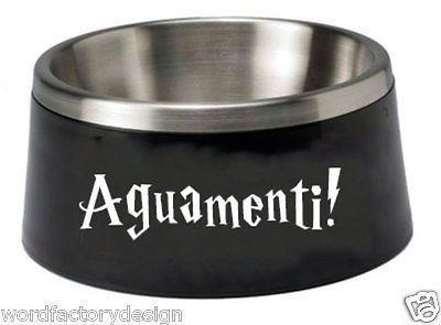 Este autoadhesivo para el tazón de agua de tu perro. | 23 Formas sutiles de cubrir tu casa con Harry Potter