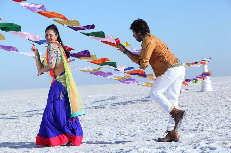 Sonakshi Sinha & Shahid Kapoor in R…Rajkumar