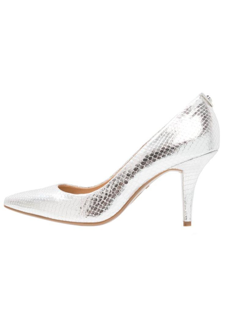 ¡Consigue este tipo de zapato de tacón de Michael Michael Kors ahora! Haz clic para ver los detalles. Envíos gratis a toda España. MICHAEL Michael Kors FLEX MID Tacones silver: MICHAEL Michael Kors FLEX MID Tacones silver Zapatos   | Material exterior: piel, Material interior: piel, Suela: fibra sintética, Plantilla: cuero | Zapatos ¡Haz tu pedido   y disfruta de gastos de enví-o gratuitos! (zapato de tacón, tacones, tacon, tacon alto, tacón alto, heel, heels, schuhe mit absatz, zapa...