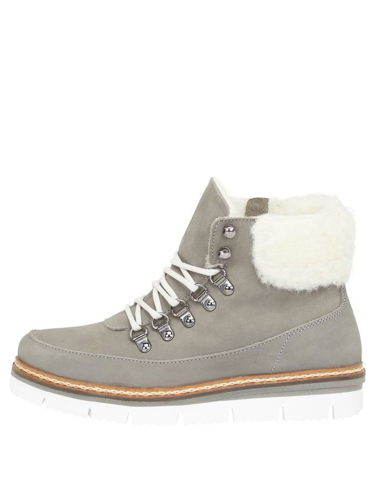 Leather upper Lace-up fastening 100% Wool lining Chunky sole Side zipper Warm lining Made in Portugal