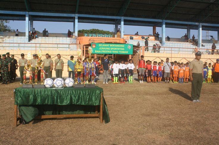 Pertandingan sepak bola junior