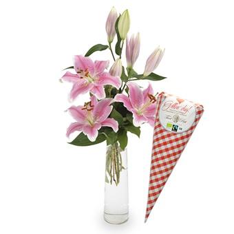 Doftande liljor och smaskig choklad till Mor på hennes dag. Levereras av Euroflorist.